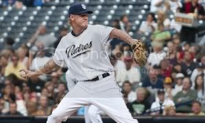 latos-throwing-white